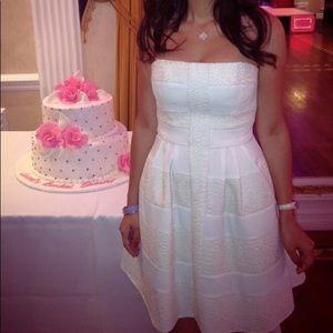 BCBG MAX AZIRA size 0 White Lace Dress